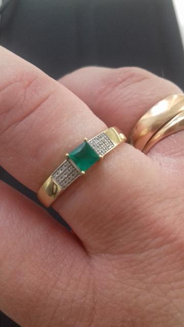 Кольцо с 24брилиантамм и изумруд. , жёлтое золото. кольцо васхетительере.