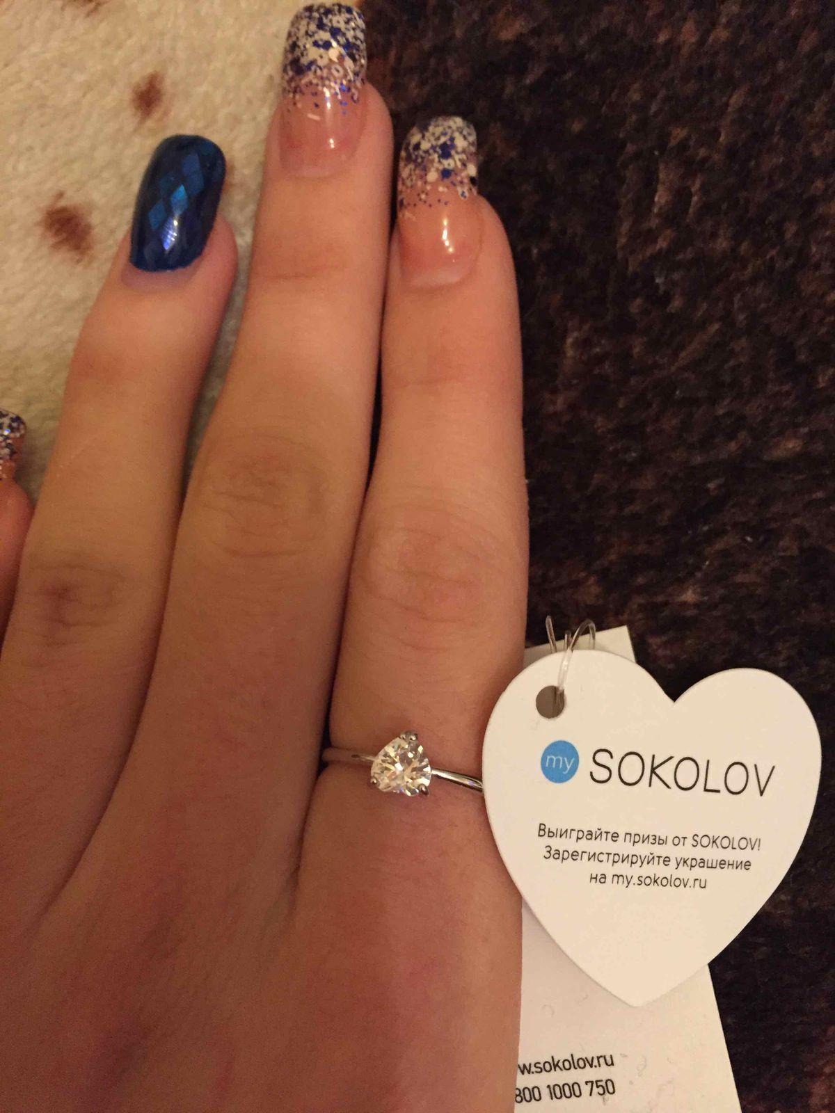 Серкбрянное кольцо с фианитами.