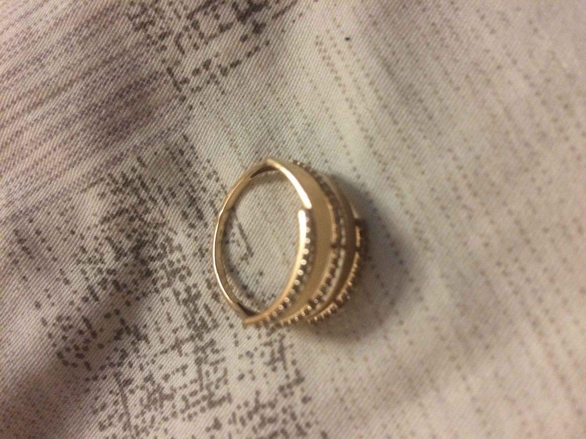 Кольцо красивое, но есть минус