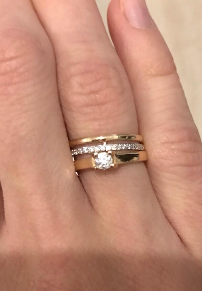 Шикарное золотое кольцо с блиллиантом