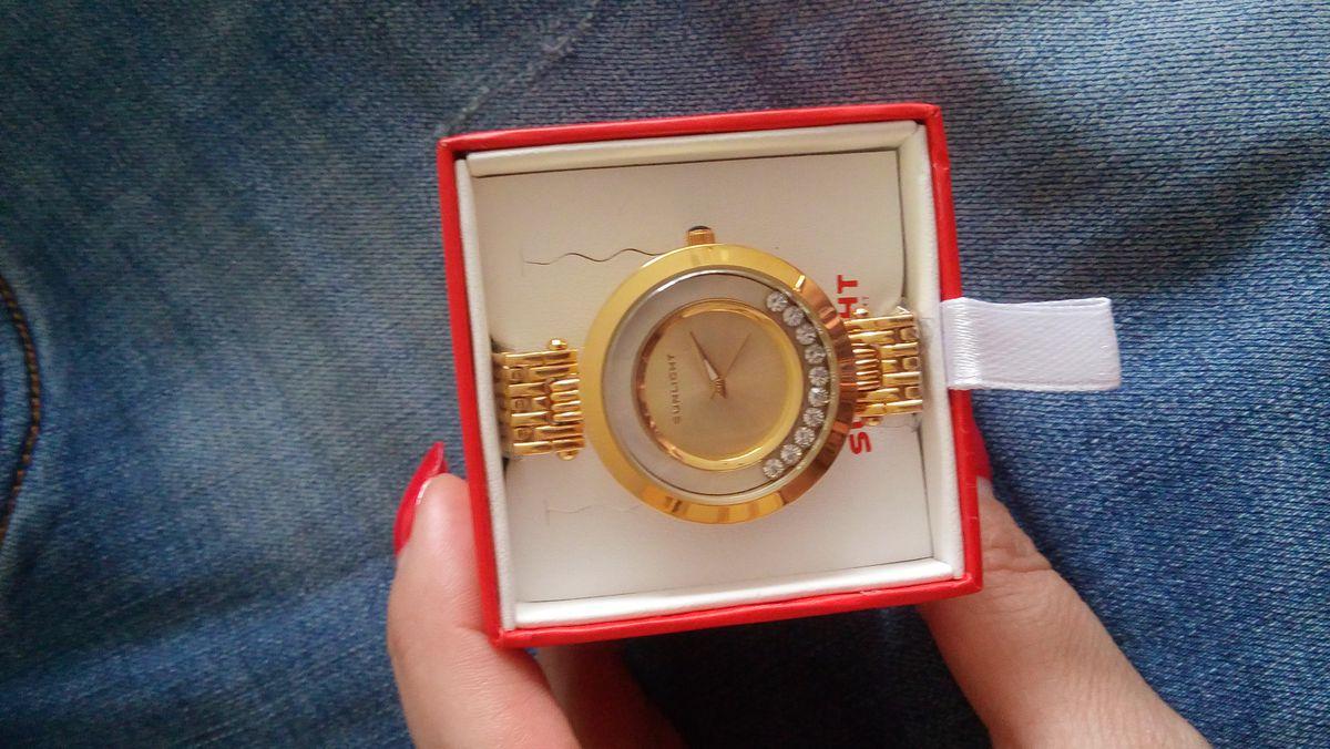 Женские часы с танцующими кристалами