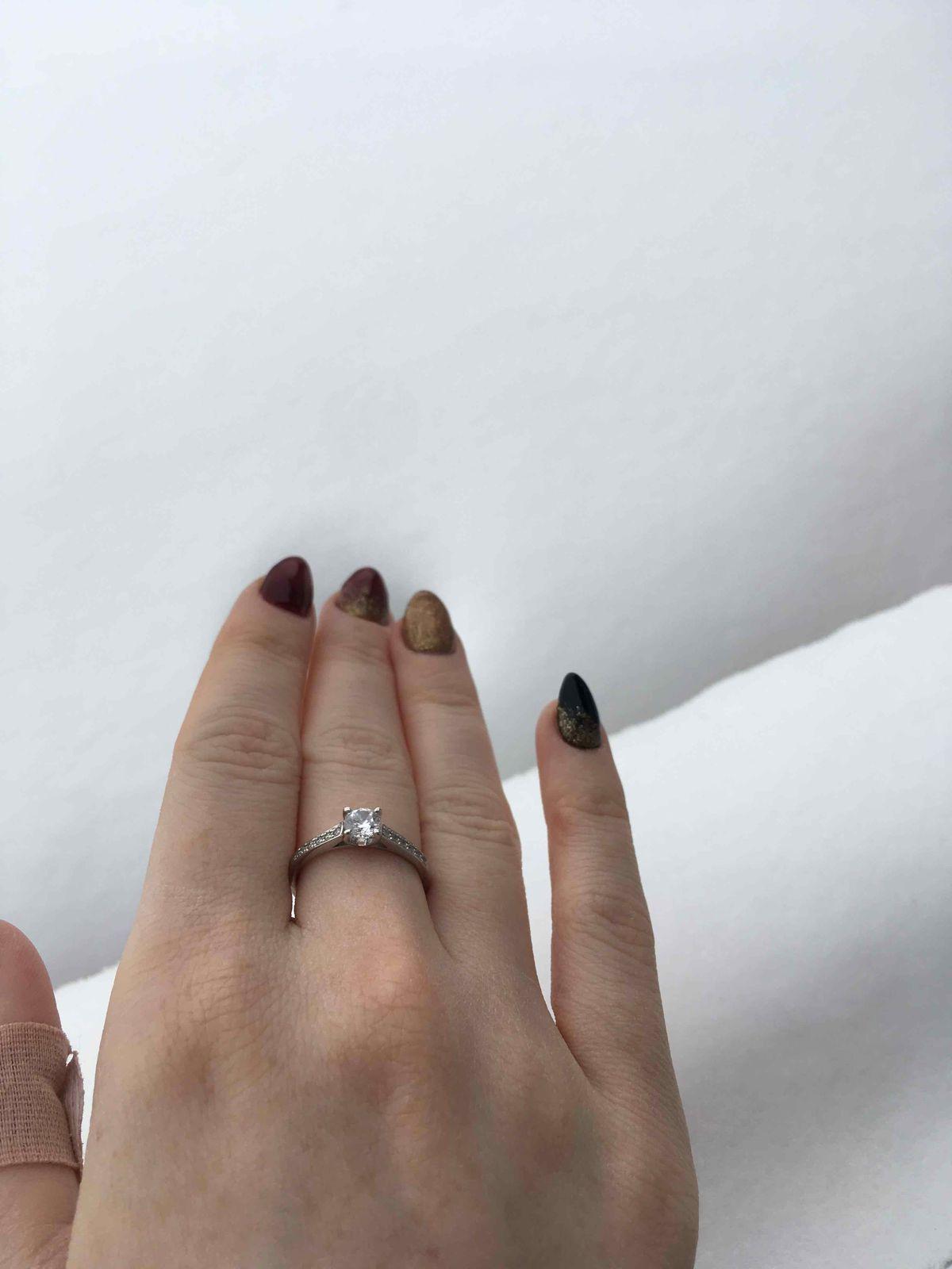 Кольцо с камнями 17.5 размер