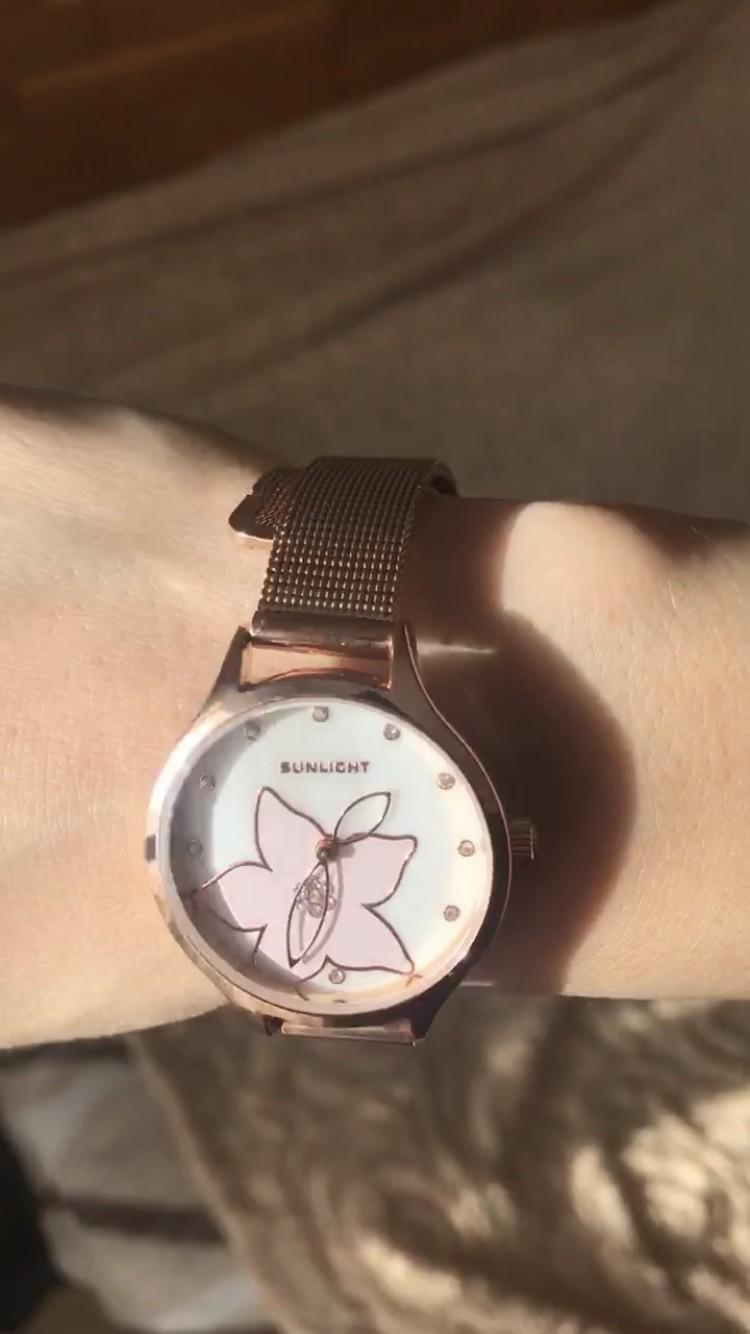 Часы с цветкос