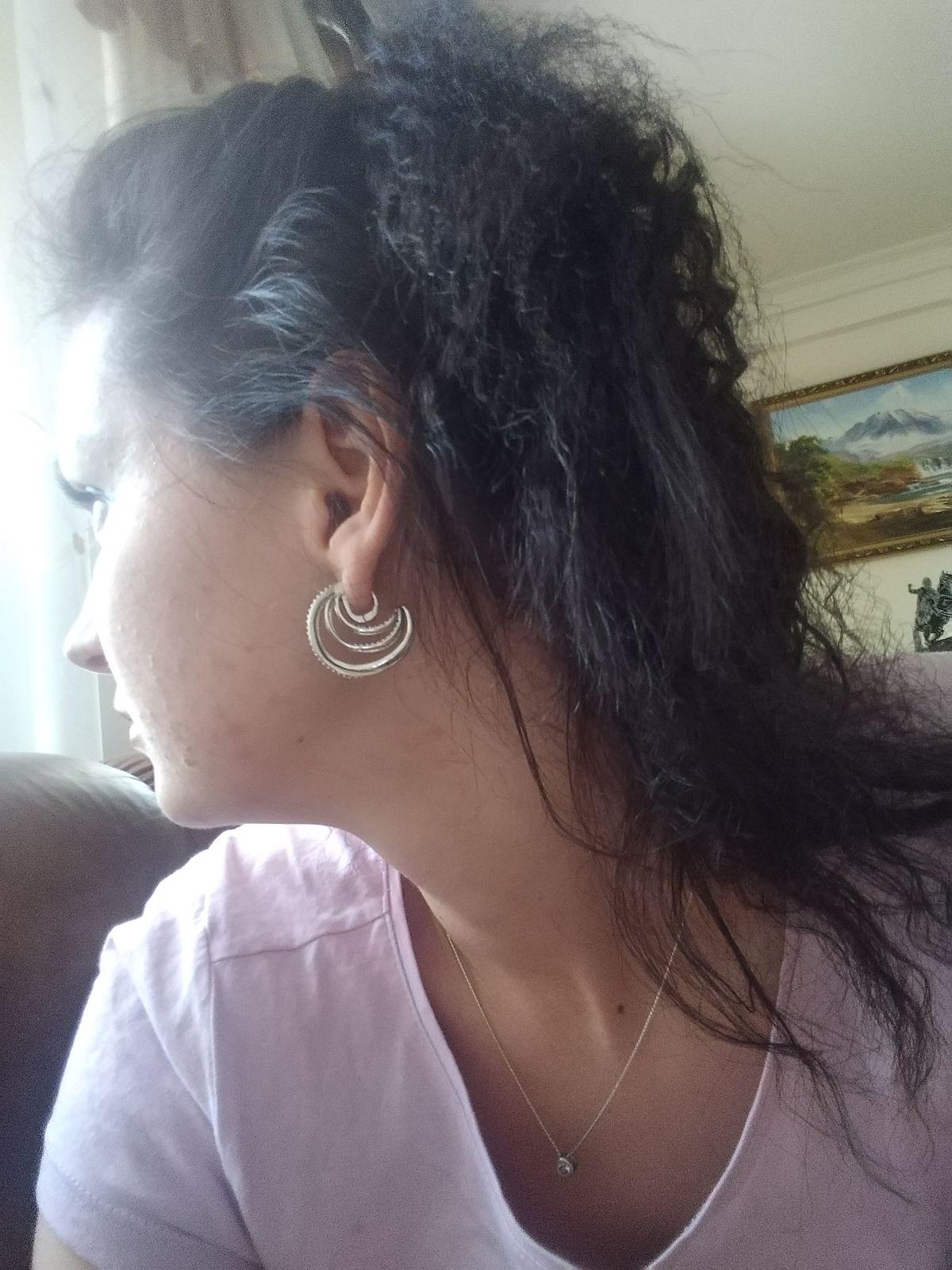 Броско -  элегантные серьги кольцами с камушками