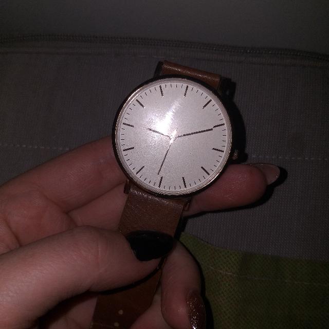 Часы женские с коричневым ремешком