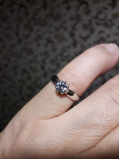 Классическое, вечернее кольцо с крупным фианитом