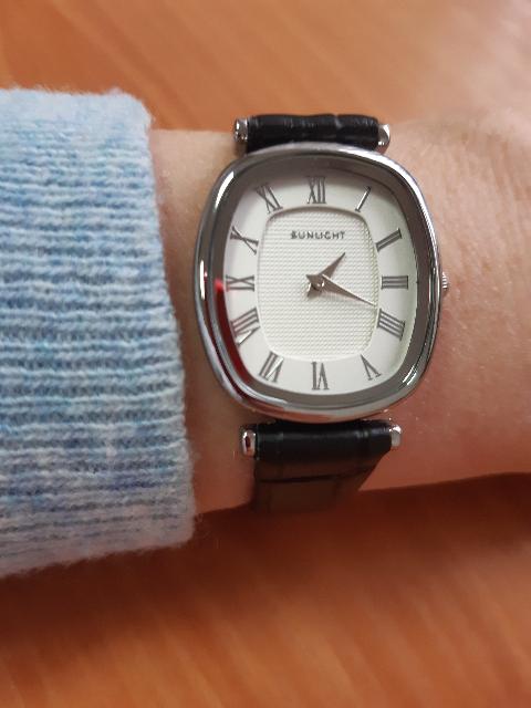 Классические женские часы на кожаном ремешке, моя оценка высшая 5.