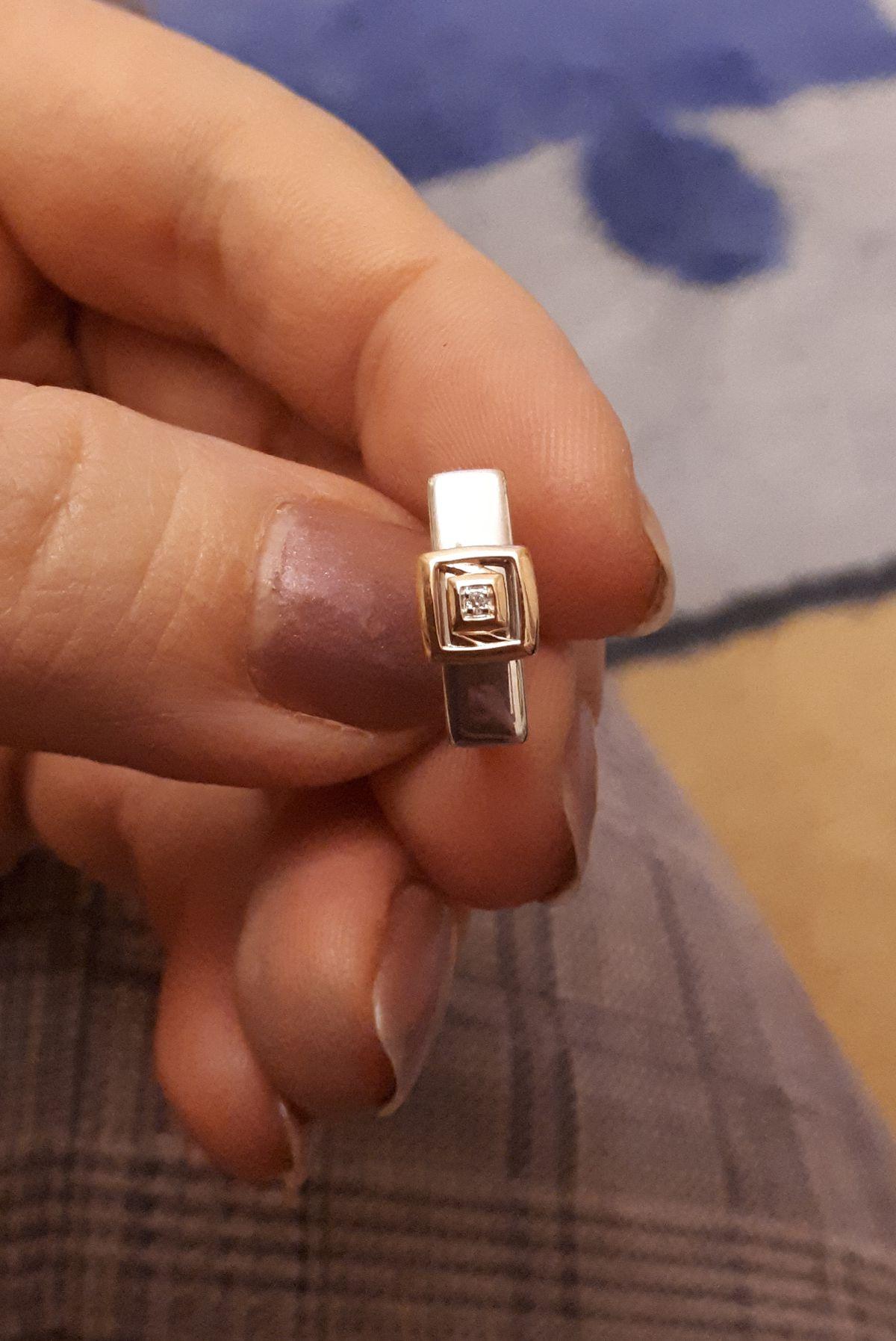 Серебряные серьги с бриллиантами.