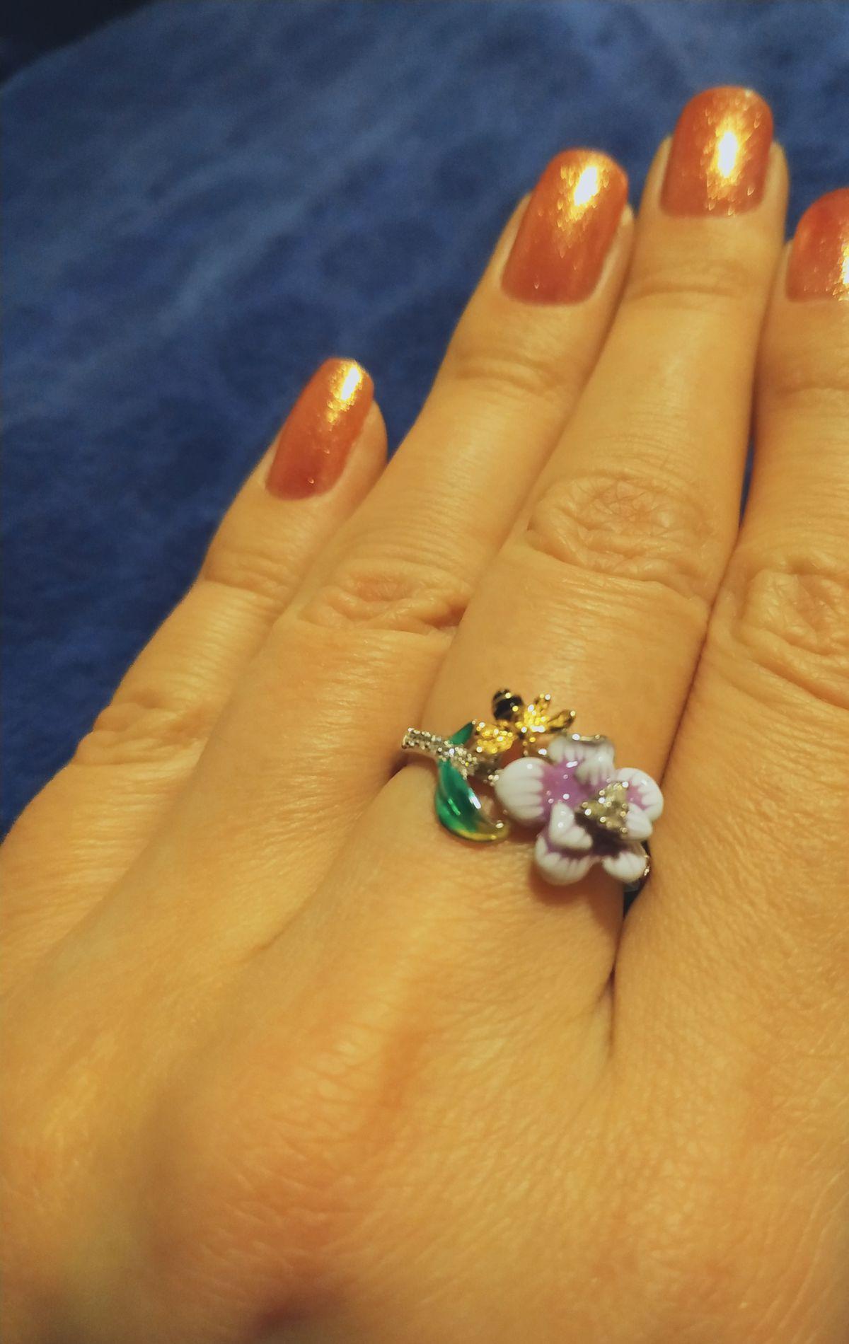 Серебряное кольцо в эмалью.