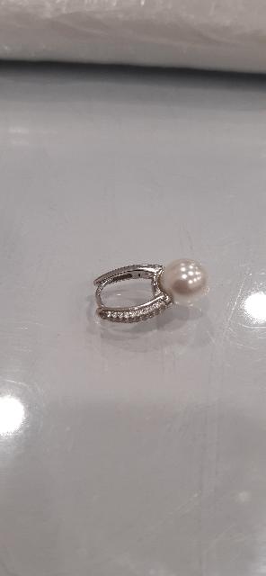 Серебряные серьги с жемчугом.