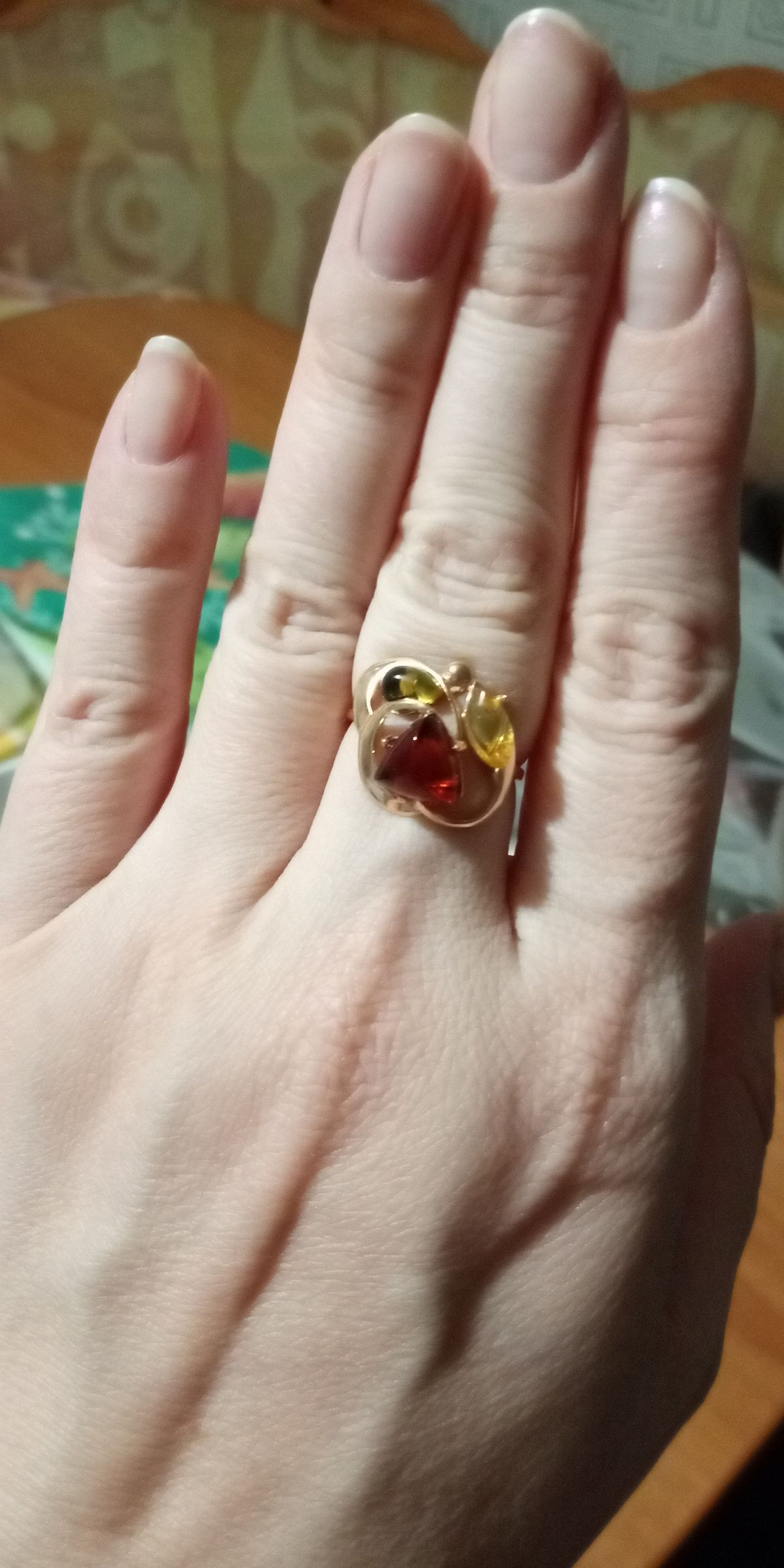 Кольцо себе в подарок.