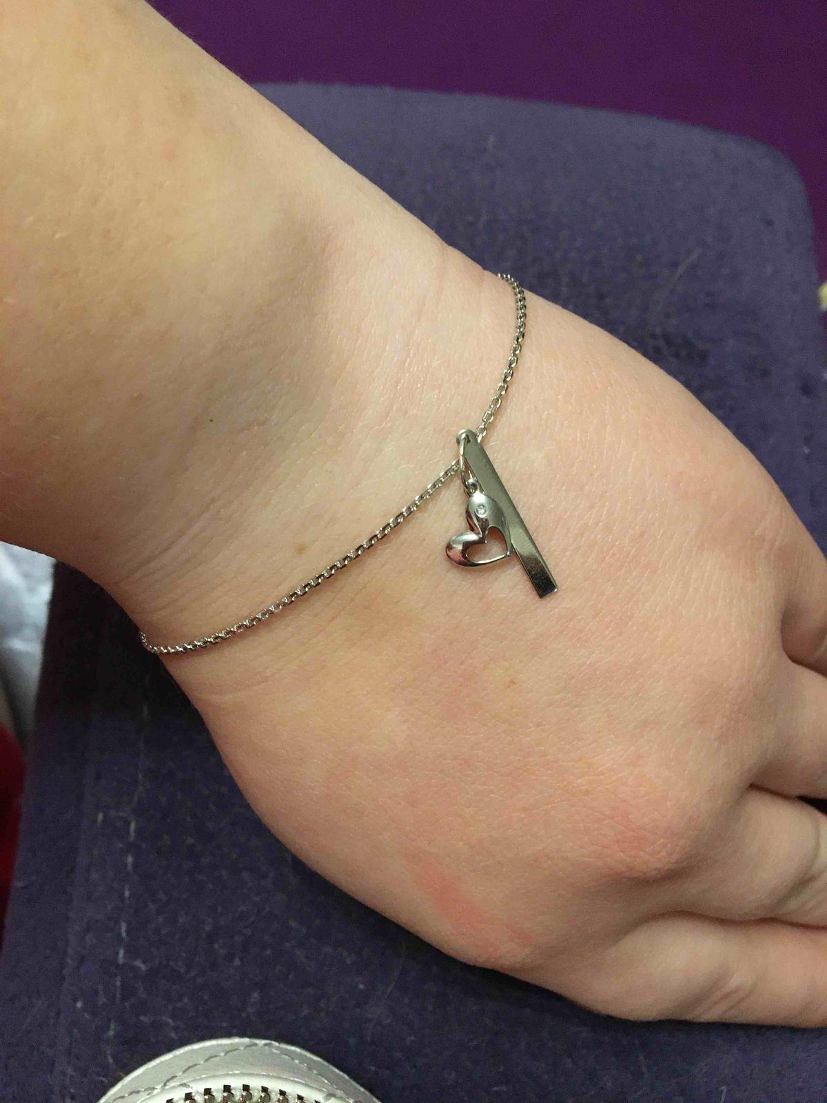 Присматривала серебряный браслет специально под эту подвеску. и нашла))