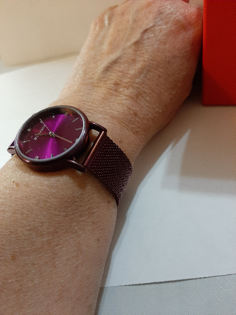Женские, фиолетовые, замечательные часики ,на прекрасном фиолетовом  браслете