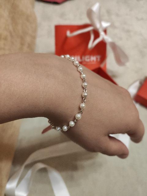 Очаровательный браслет из жемчуга.