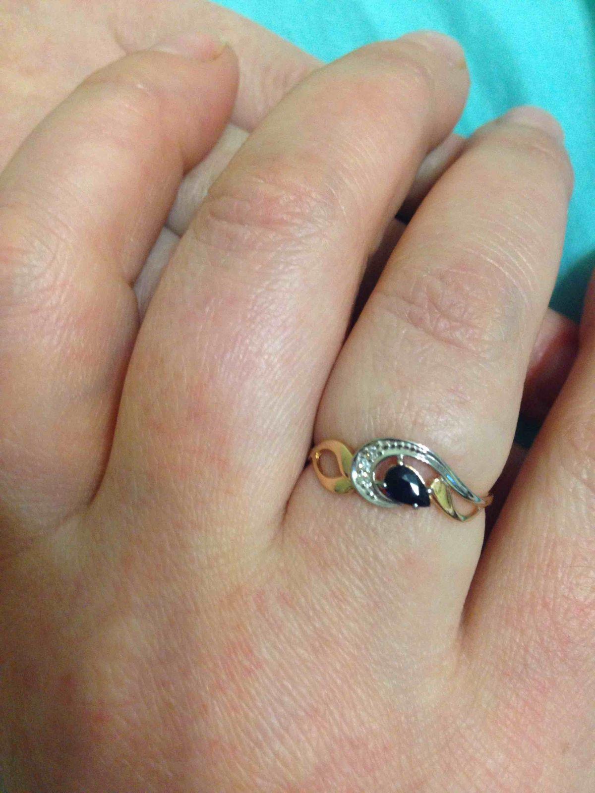 Золотое кольцо с сапфиром и бриллиантами упрощенной огранки 585 пробы