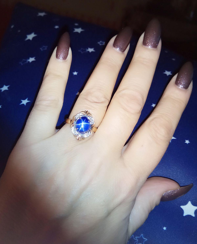 Золотое кольцо с звёздчатым сапфиром.