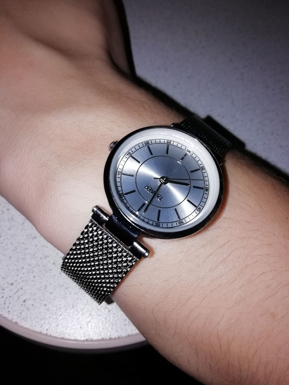 Изящные часы