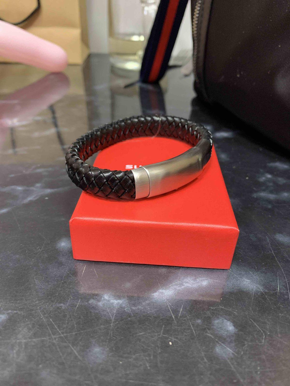 Кожаный стильный браслет