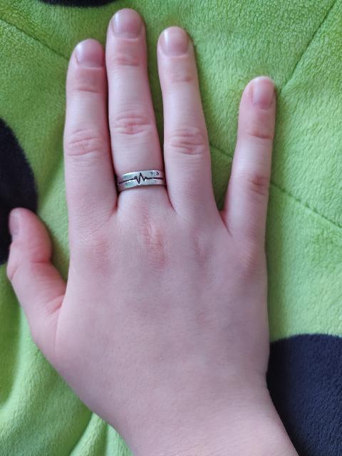 Серебряное кольцо с фианитами .Заслуживает уважения.