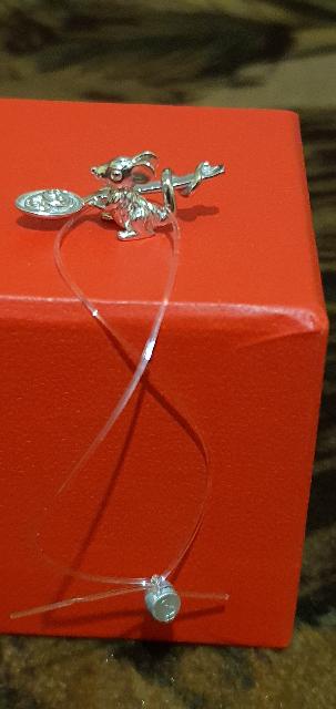 Мышка чудо!Купила на подарок,пока еще не подарила,целый день на нее любовал