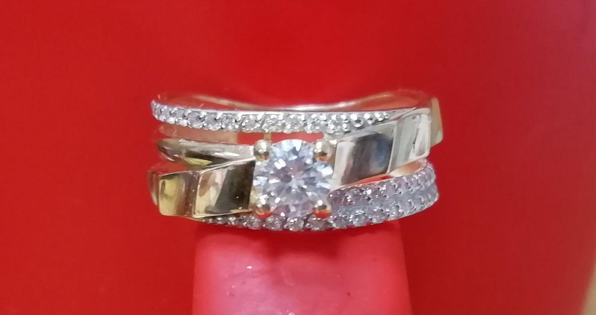 Золотое кольцо с множеством фианитов