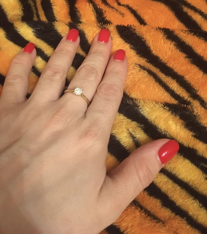 Прекрасное кольцо из желтого золота с бриллиантами