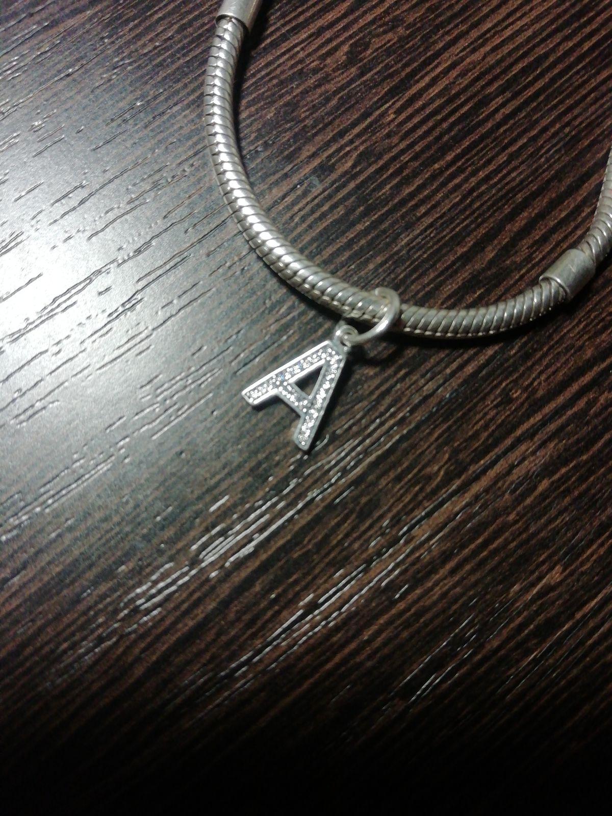 Шармик в форме буквы