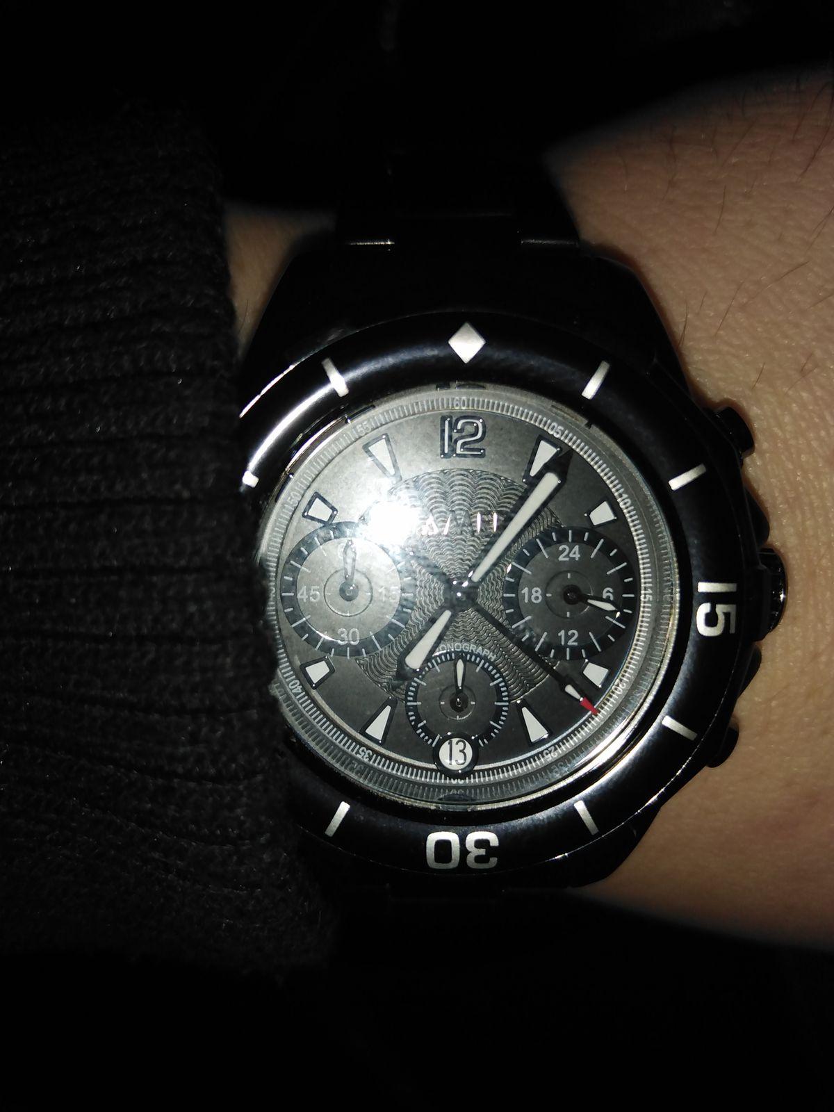 Часы стильно смотрятся на руке