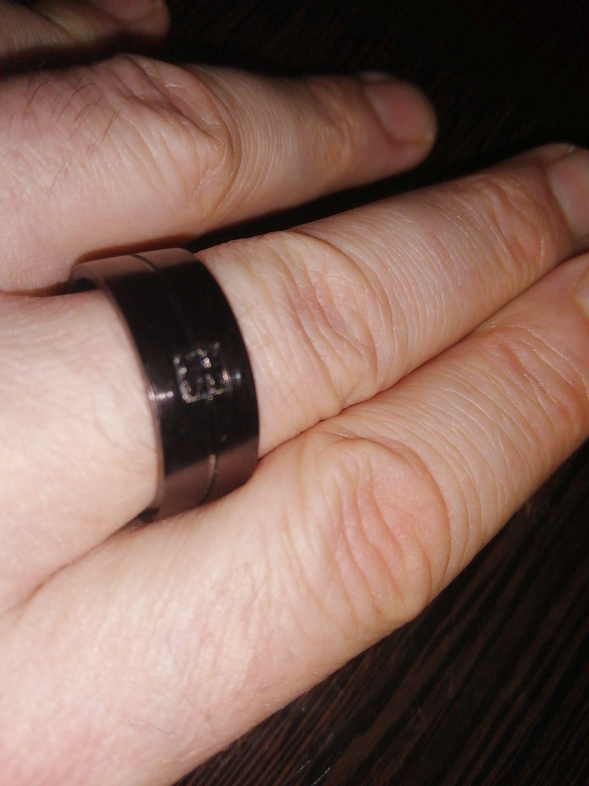 Прекрасное, стальное кольцо.
