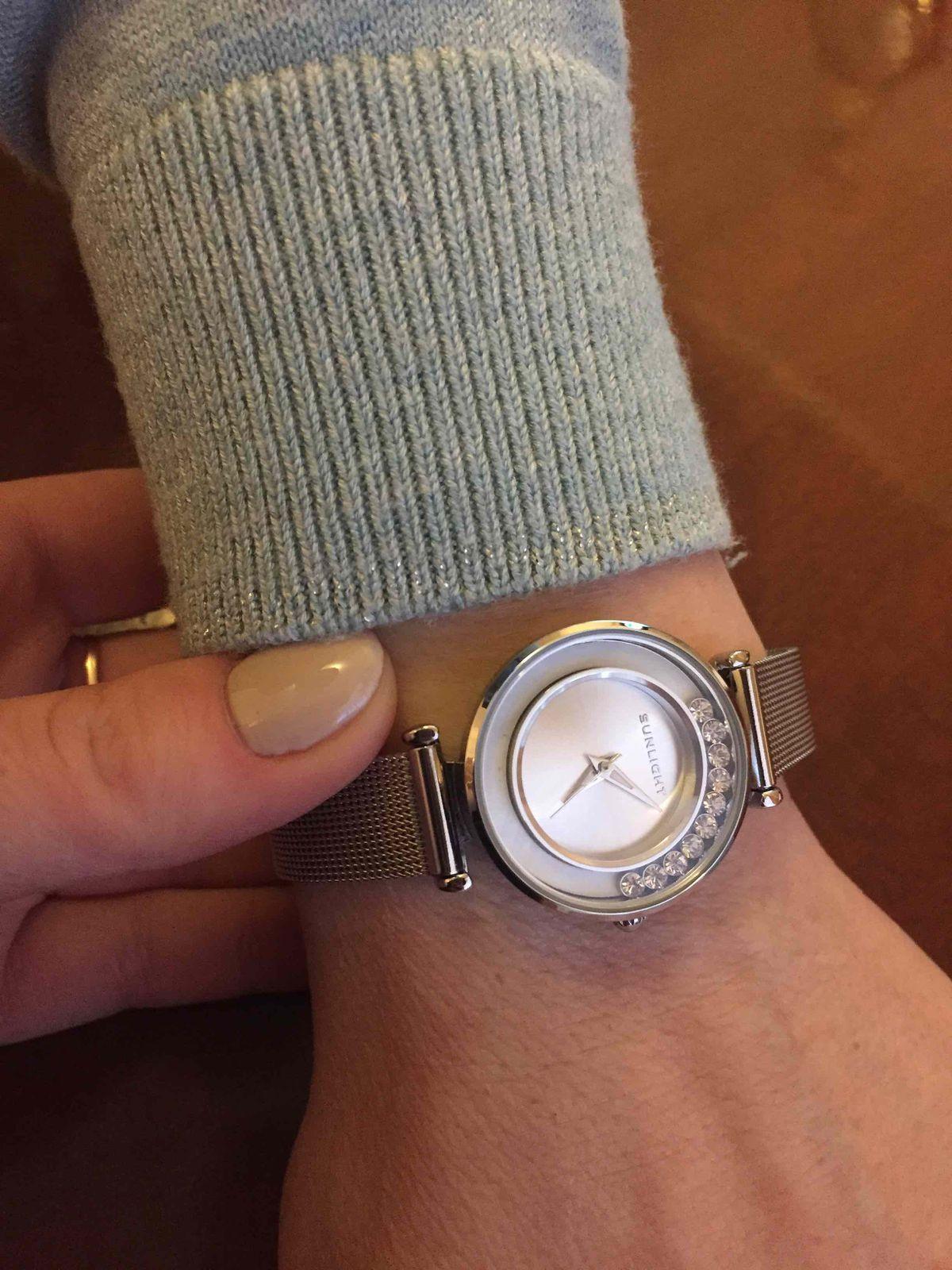 Часы очень женственные, элегантные.
