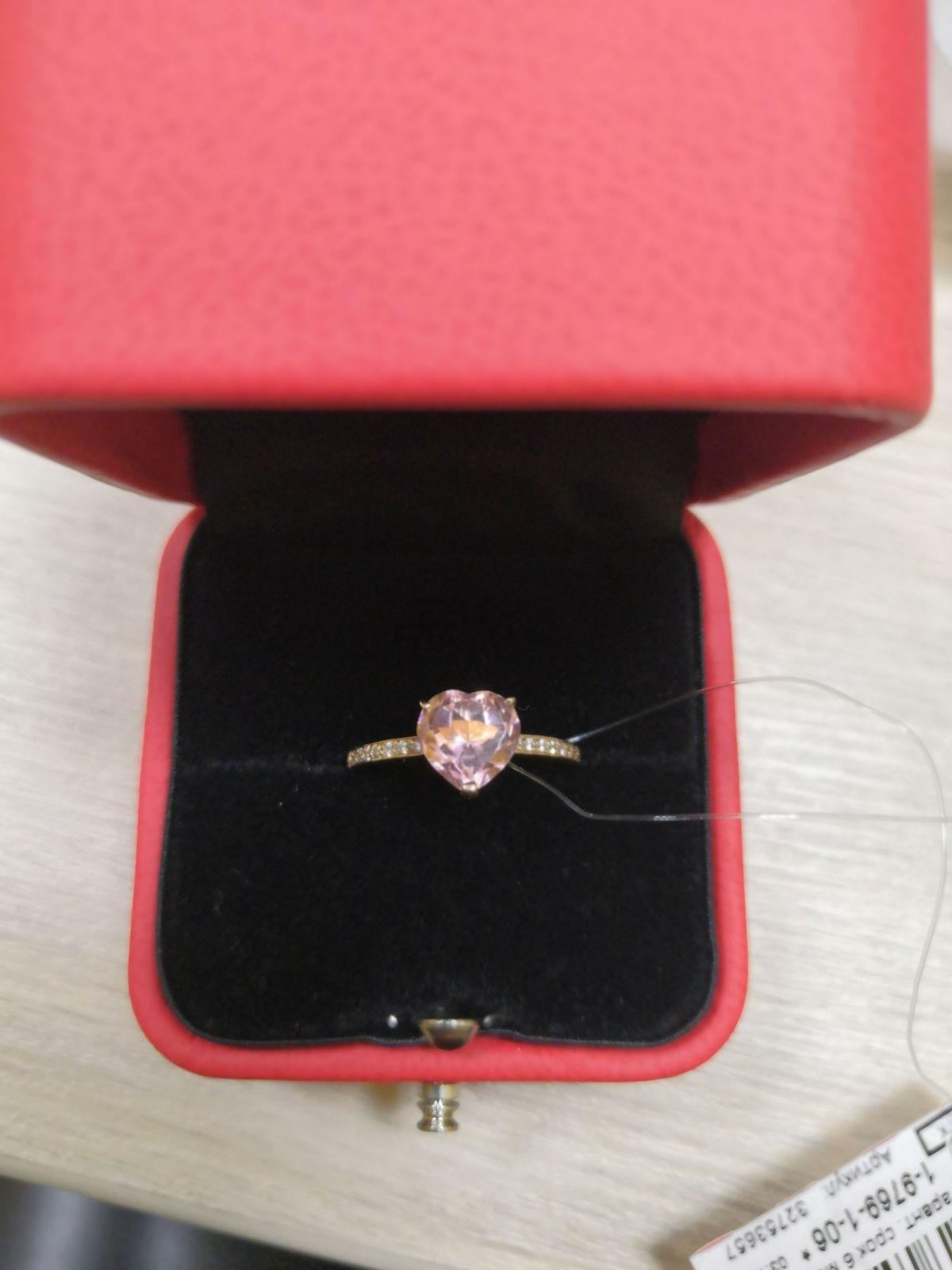 Милое кольцо, получила в подарок от мужа ко дню рождения.