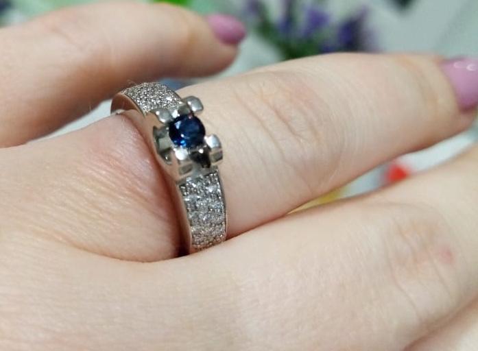 Невероятной красоты кольцо