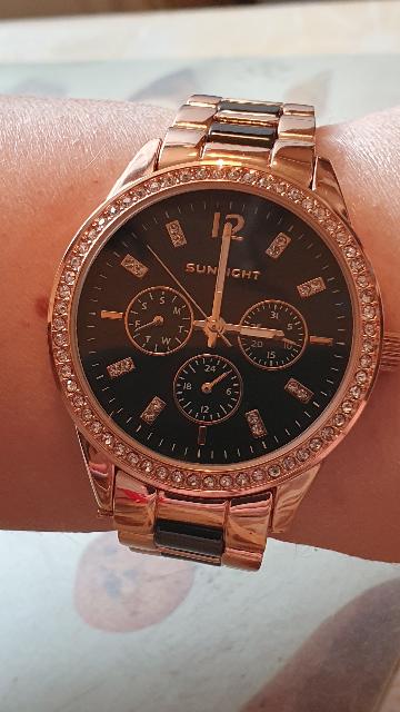 Очень классные часы !!! Жена в восторге !!!