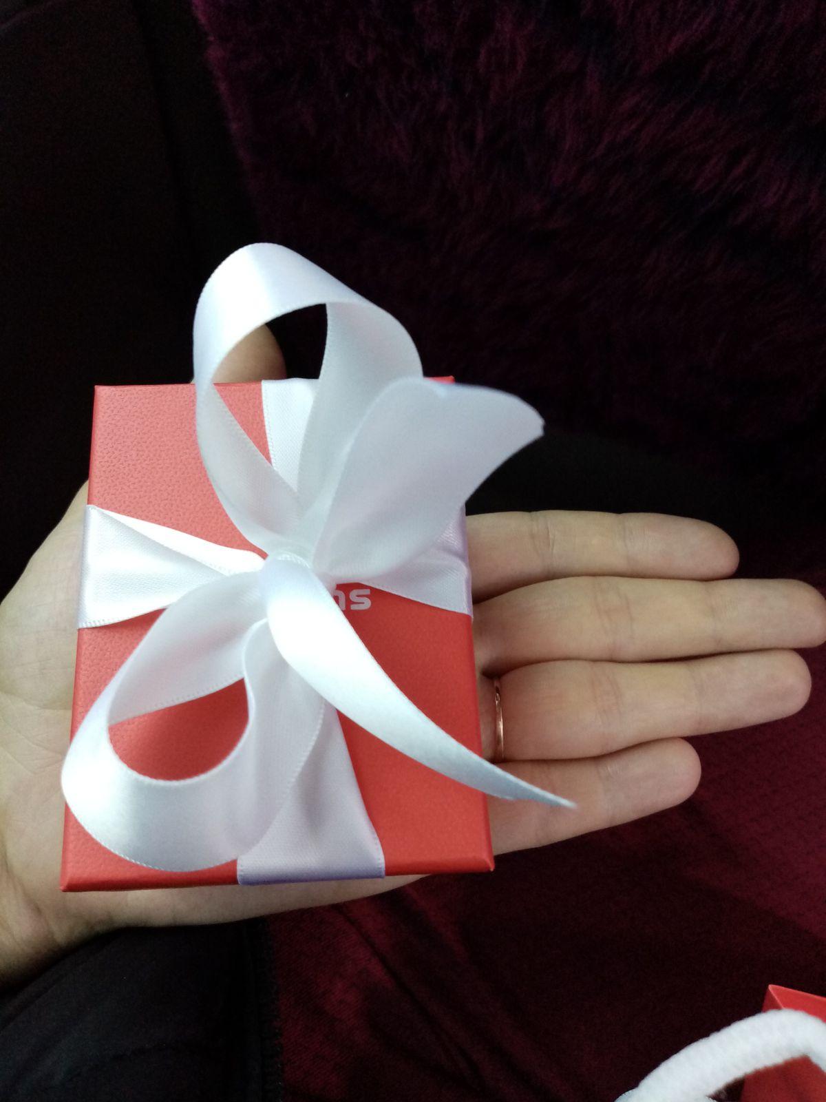 Серьги в подарок