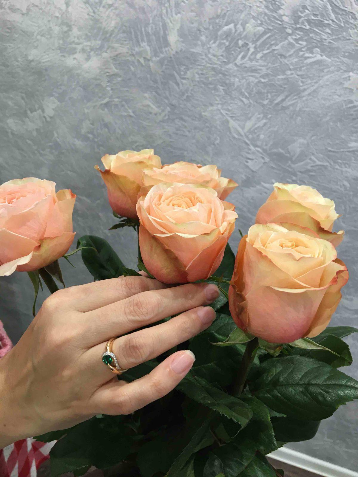 Очень красивое кольцо с изумрудом и брилиантами😃👍🏻