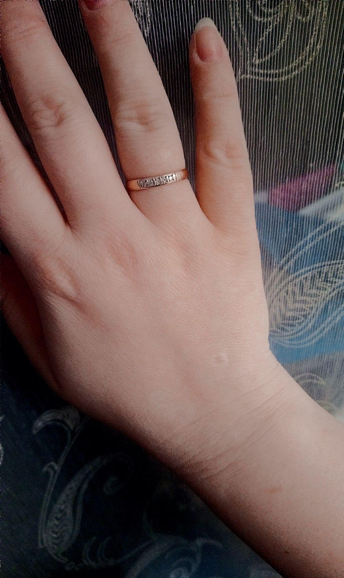 Замечательное, удобное, аккуратное обручальное кольцо