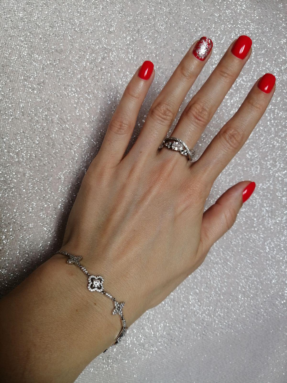 Нежное и изящное кольцо