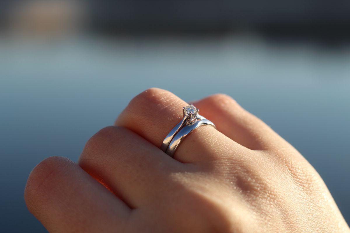Кольцо с бриллиантом на каждый день
