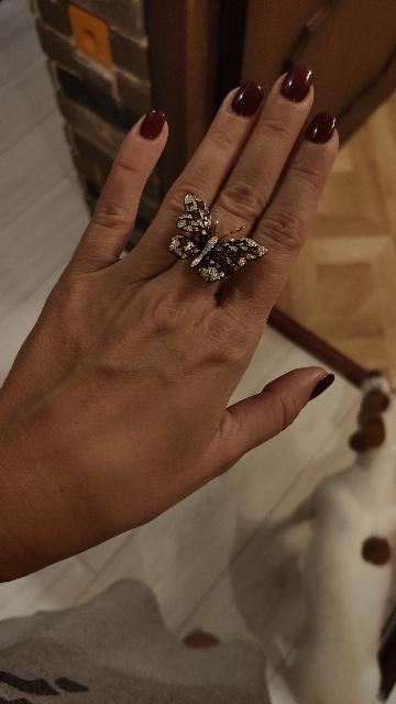 Кольцо красивое, но это не коньячные бриллианты!