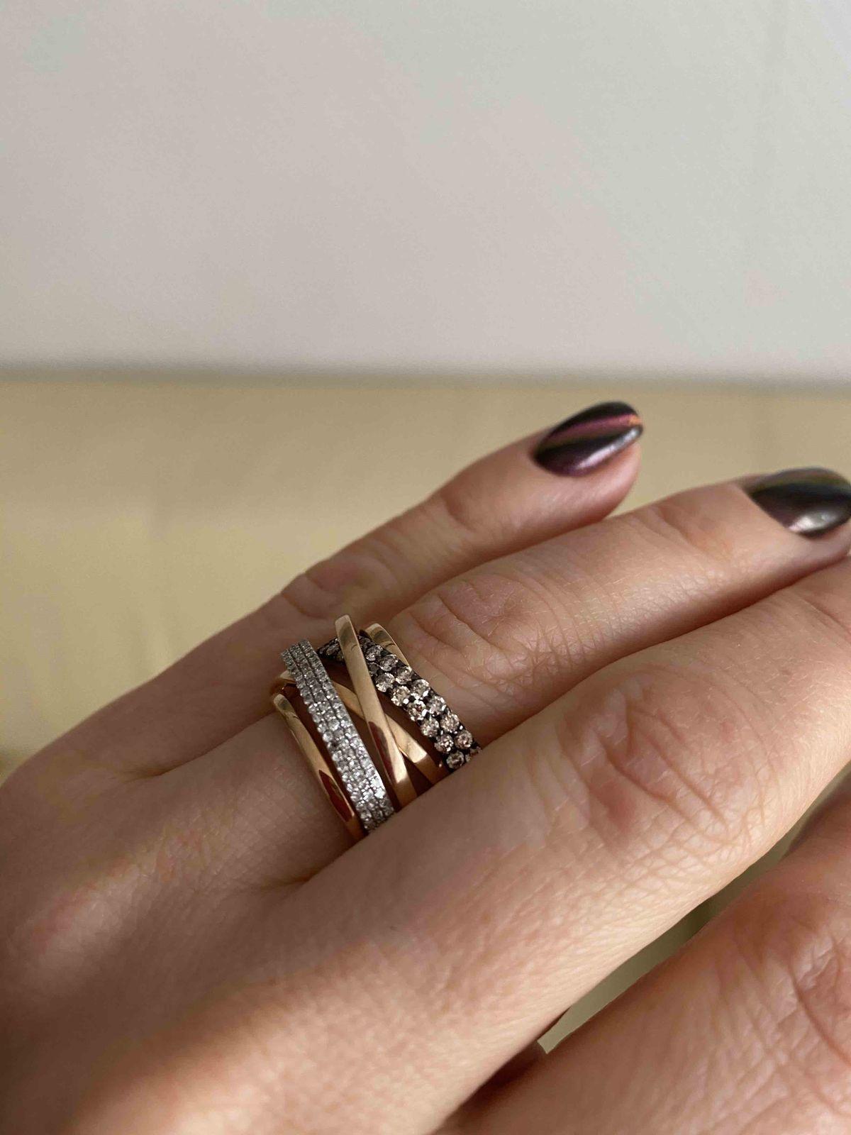 Красывое кольцо с выпадающими камнями