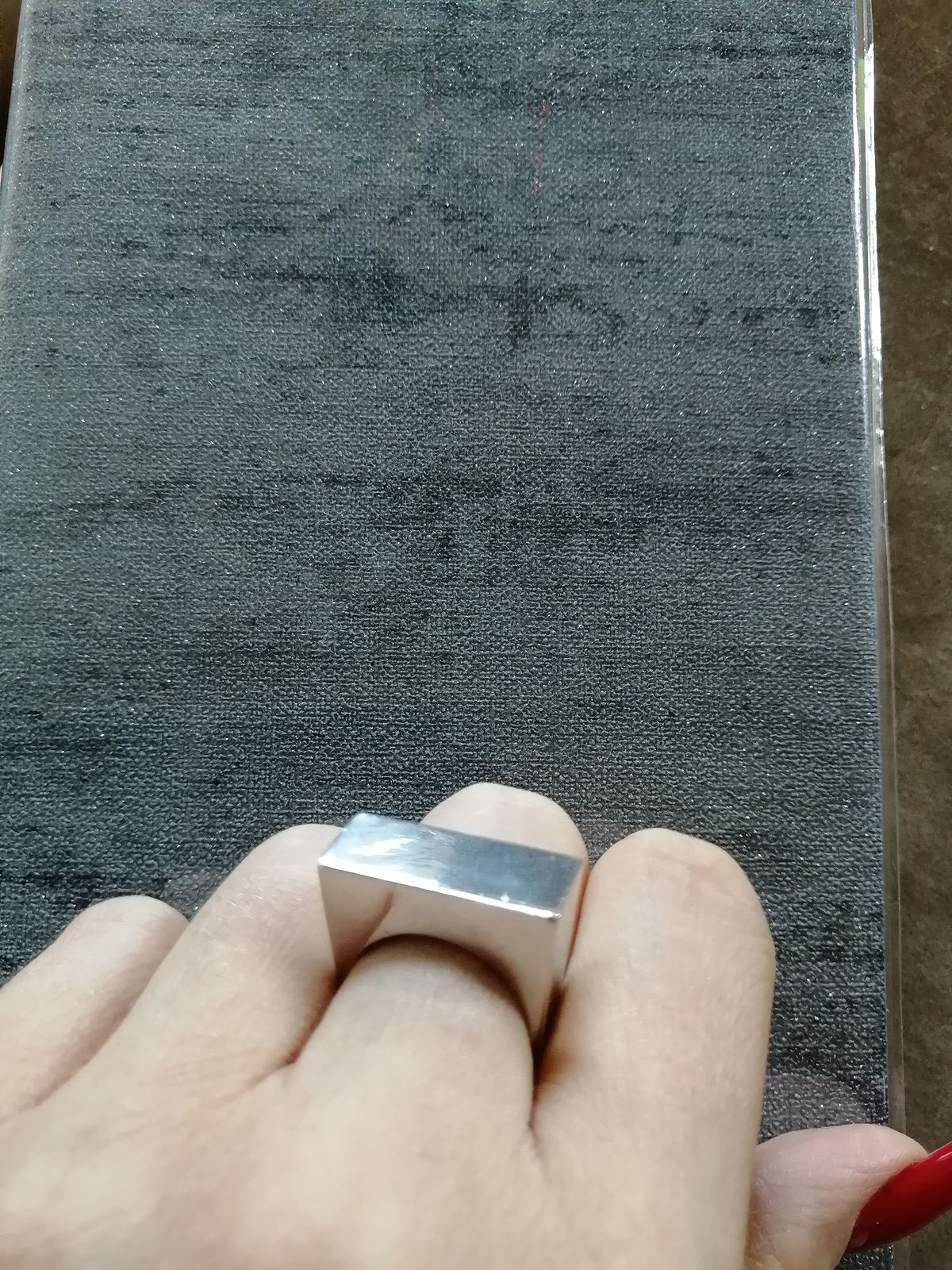 Кольцо лаконично