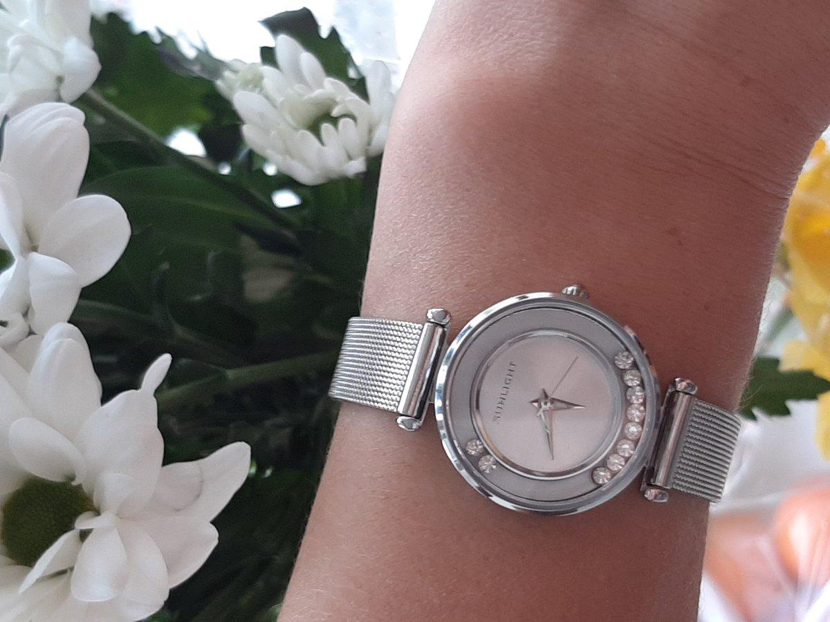 Часики просто загляденье, подарок себе на день рождение!