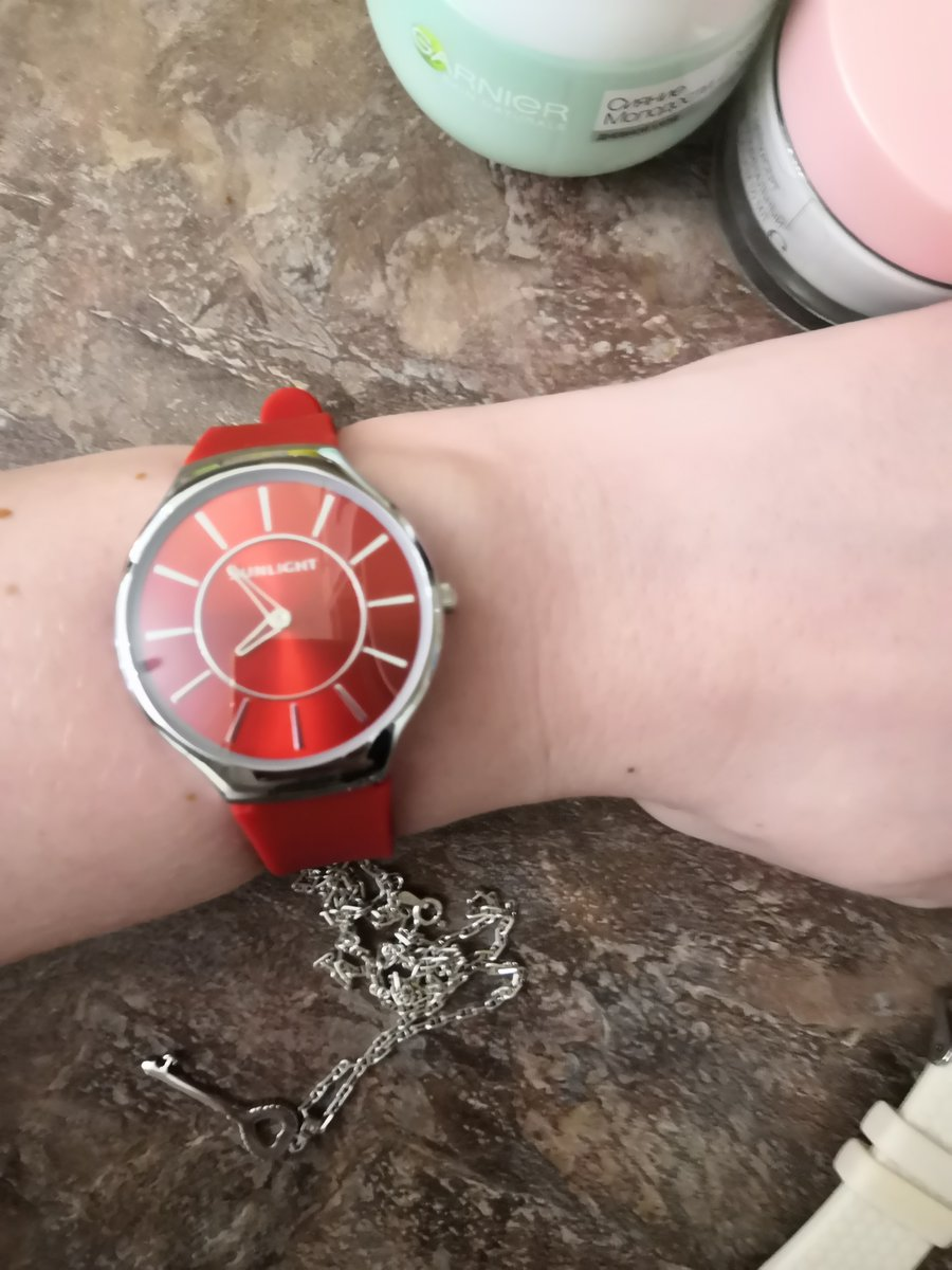 Часы женские sunlicht красного цвета на резиновой ремешке