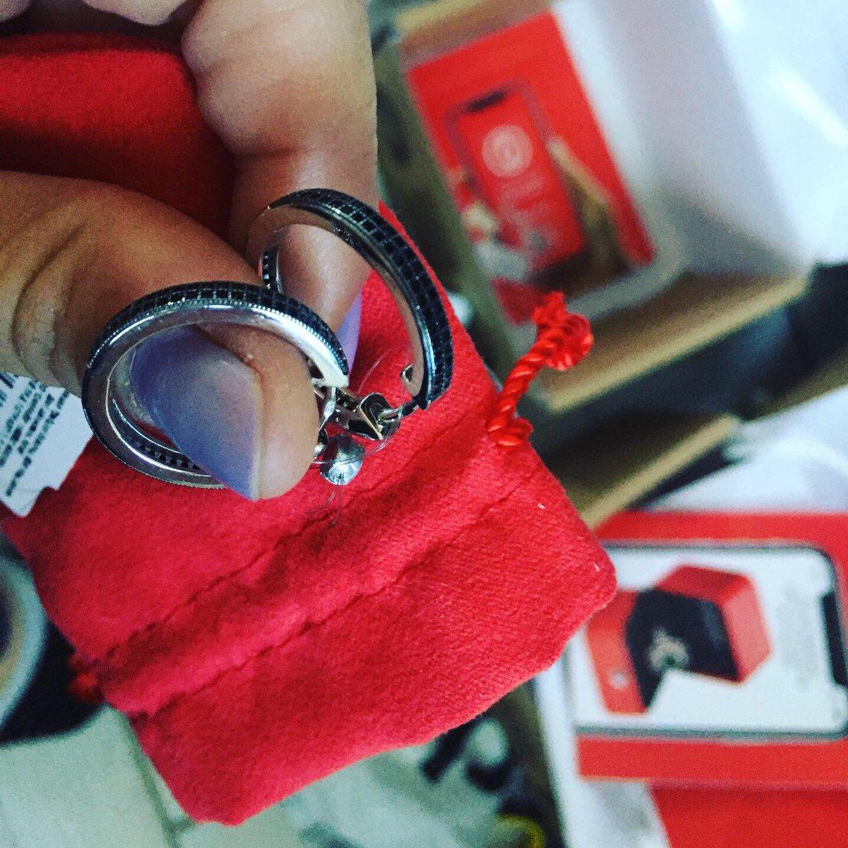 Серебрянные серьги-колечки с черными фианитами