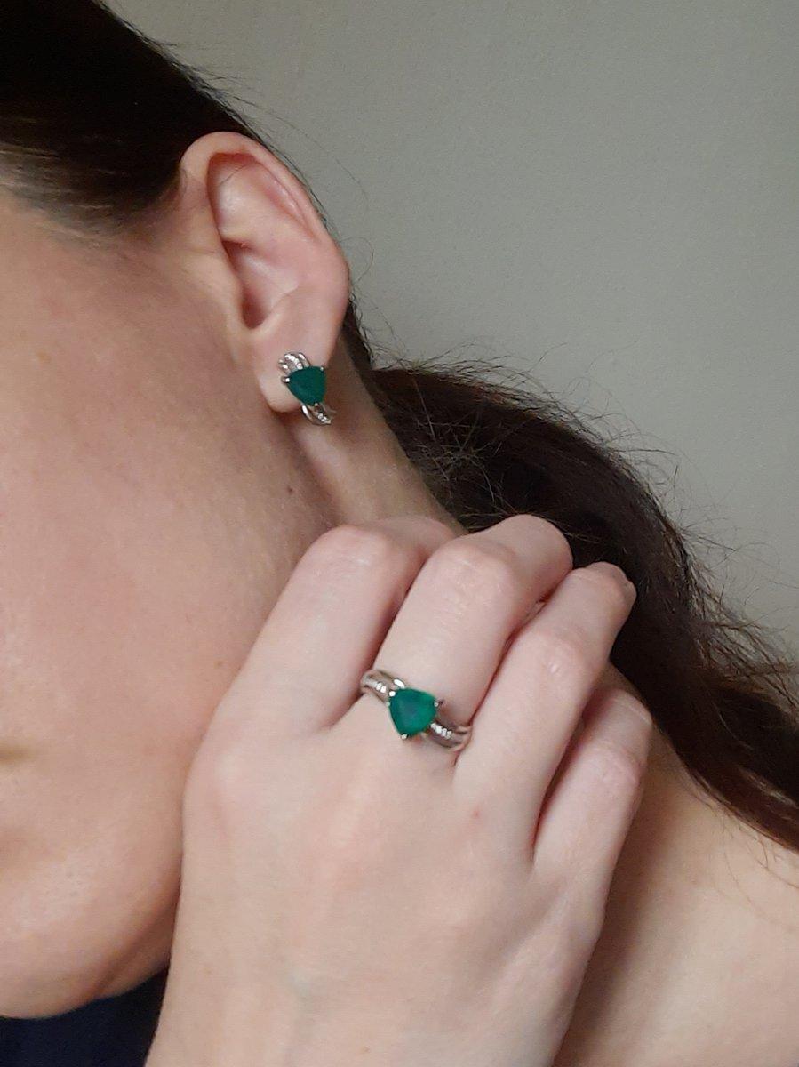 Красивый цвет камня, аккуратное кольцо