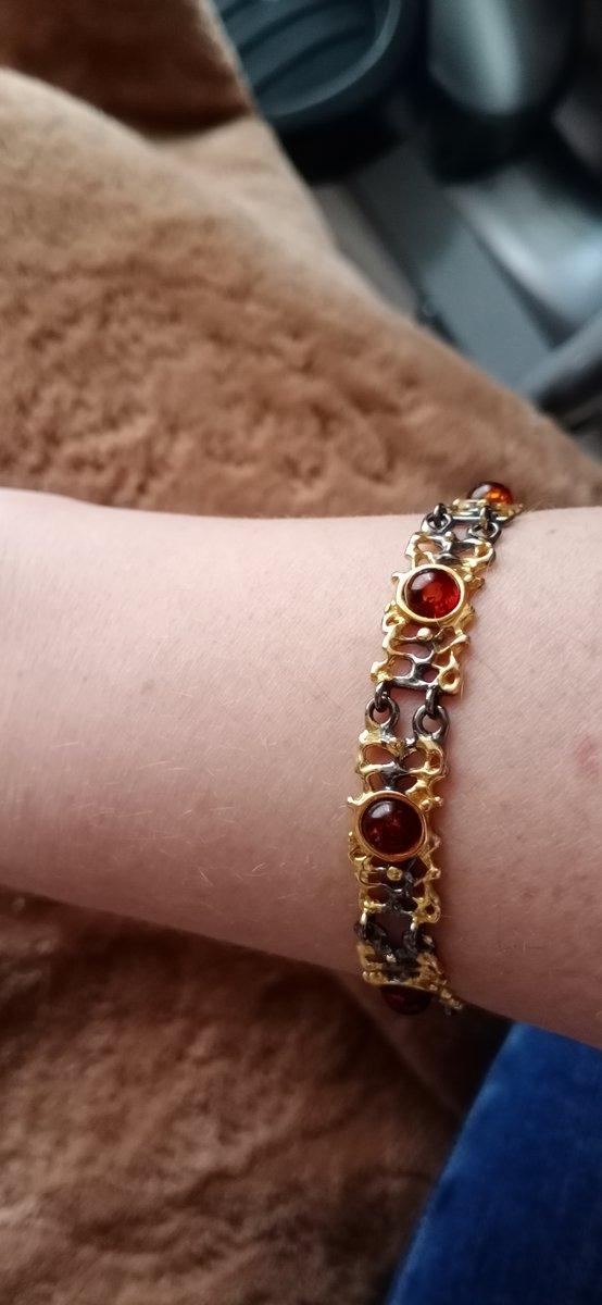 Ажурный браслет с янтарем