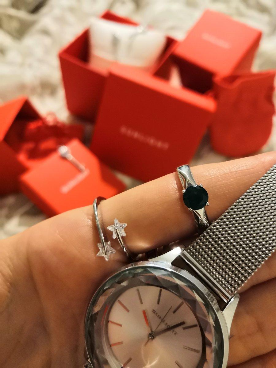 Отличные стильные часы!