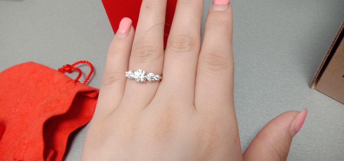Кольцо идеально подошло по размеру ,даже не ожидала , очень красивое )