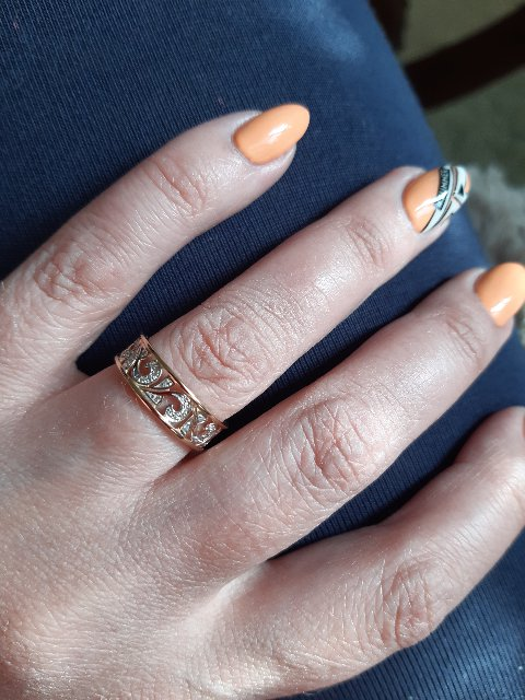 Очень изящные серьги с бриллиантами!