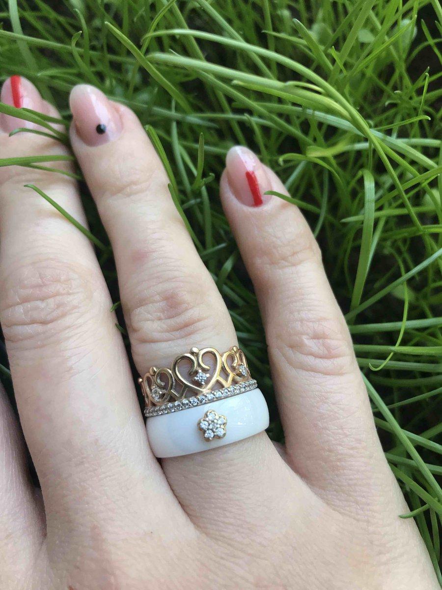 Кольцо керамическое с позалоченой вставкой с фианитами